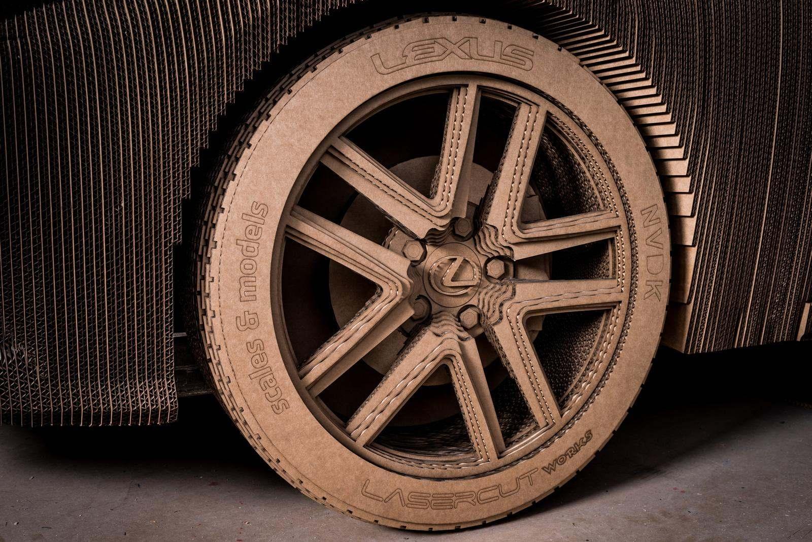 [Image: S0-Lexus-devoile-une-IS-roulante-en-carton-363716.jpg]