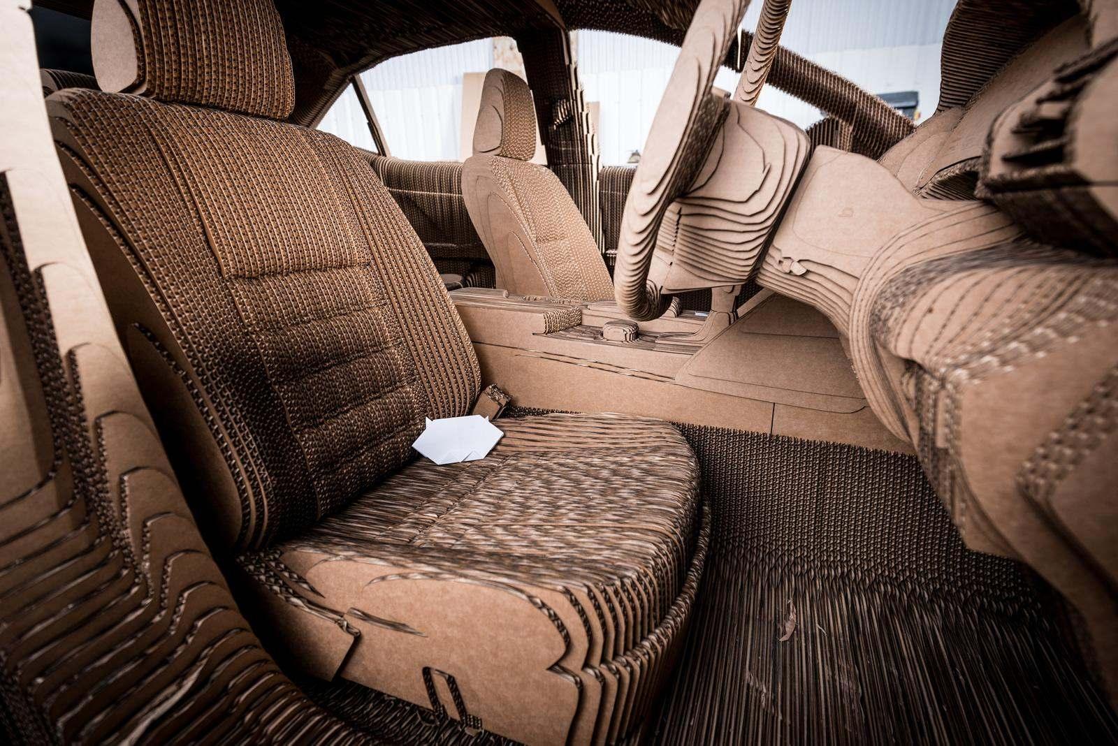 [Image: S0-Lexus-devoile-une-IS-roulante-en-carton-363718.jpg]