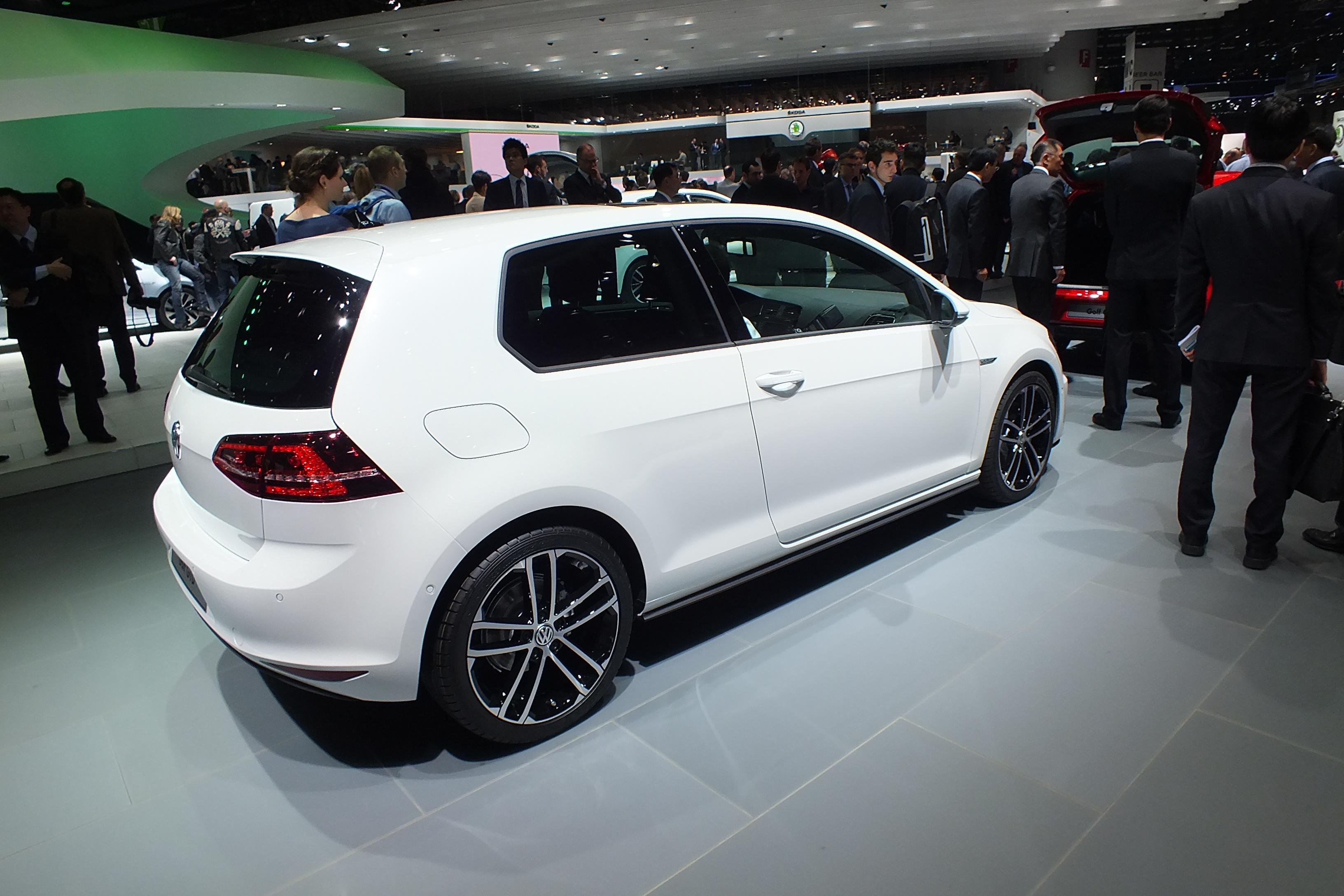 en direct de gen ve 2013 la volkswagen golf 7 gtd l 39 alter ego de la gti. Black Bedroom Furniture Sets. Home Design Ideas