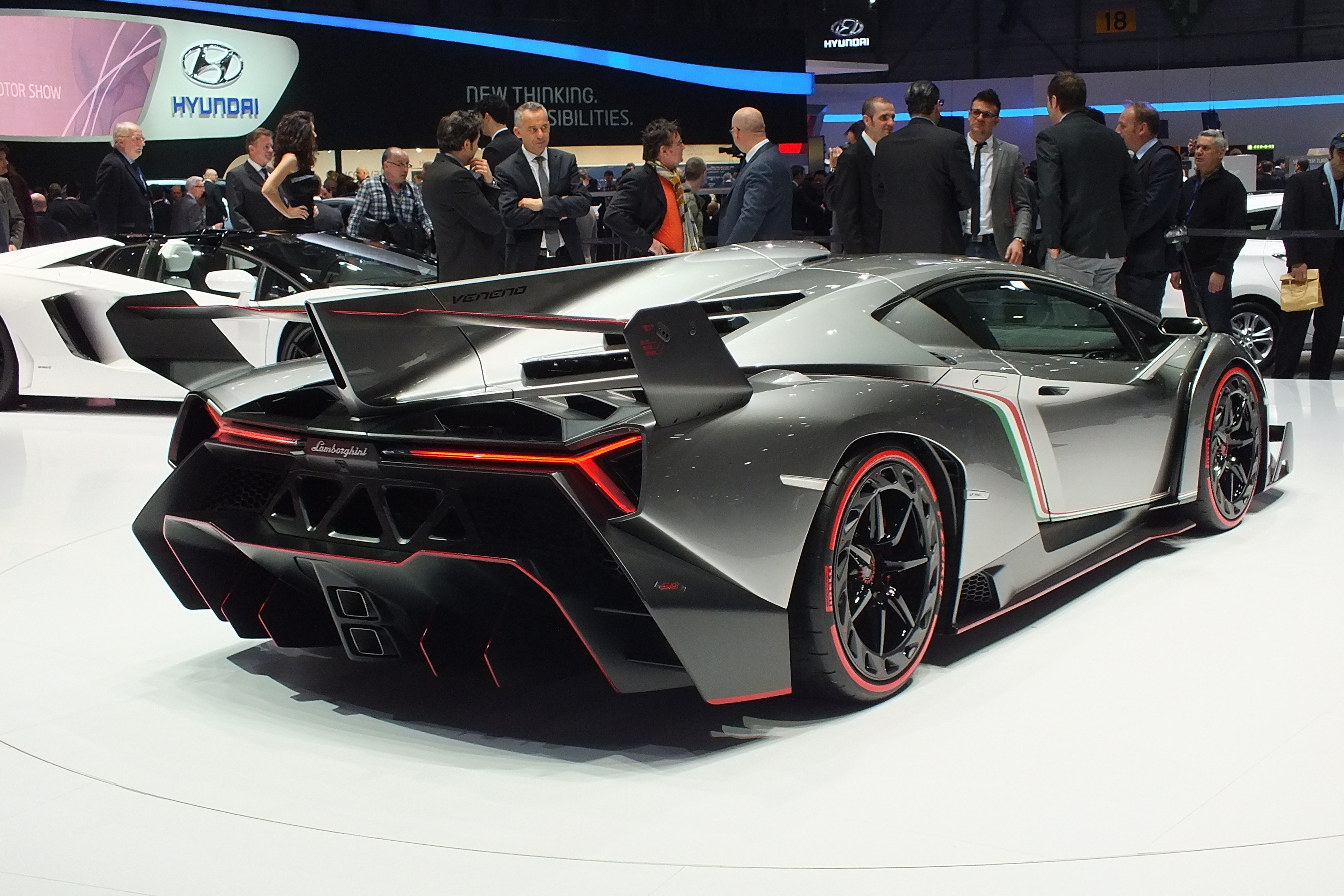 vid o en direct de gen ve 2013 lamborghini veneno radicalement exub rante. Black Bedroom Furniture Sets. Home Design Ideas
