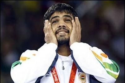 """Un lutteur Indien médaillée de bronze en moto : """"Royal"""""""