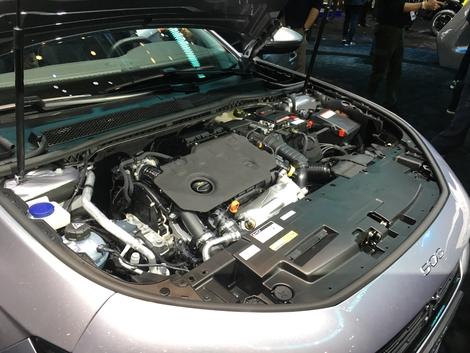 Sous le capot des moteurs essence 1.6 Puretech de 180 et 225 ch. En diesel, ce sera 130, 160 ou 180 ch. Seul le 1.5 BlueHDI 130 sera en boîte mécanique. Tous les autres moteurs se dotent de la BVA EAT8.