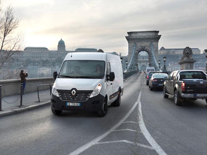 """Rapid'news - Renault Trucks restyle aussi """"son Master""""..."""