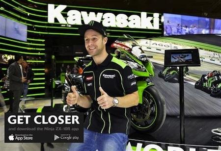 Salon de la Moto de Paris: des pilotes sur le stand Kawasaki