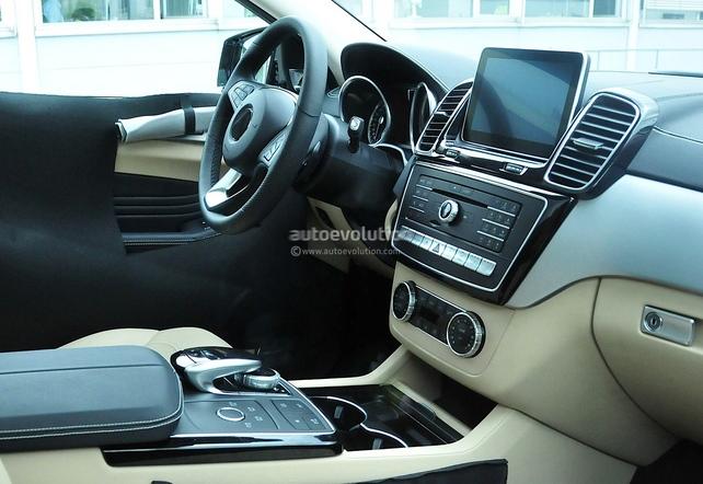 """Surprise :  le futur Mercedes """"MLC"""" montre son habitacle"""