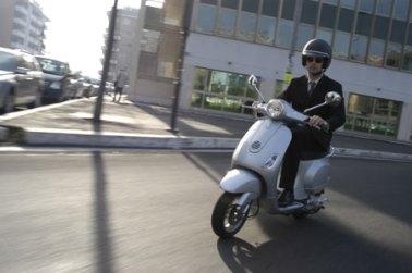 Scooter Piaggio Vespa LX 125, bon chic bon genre.