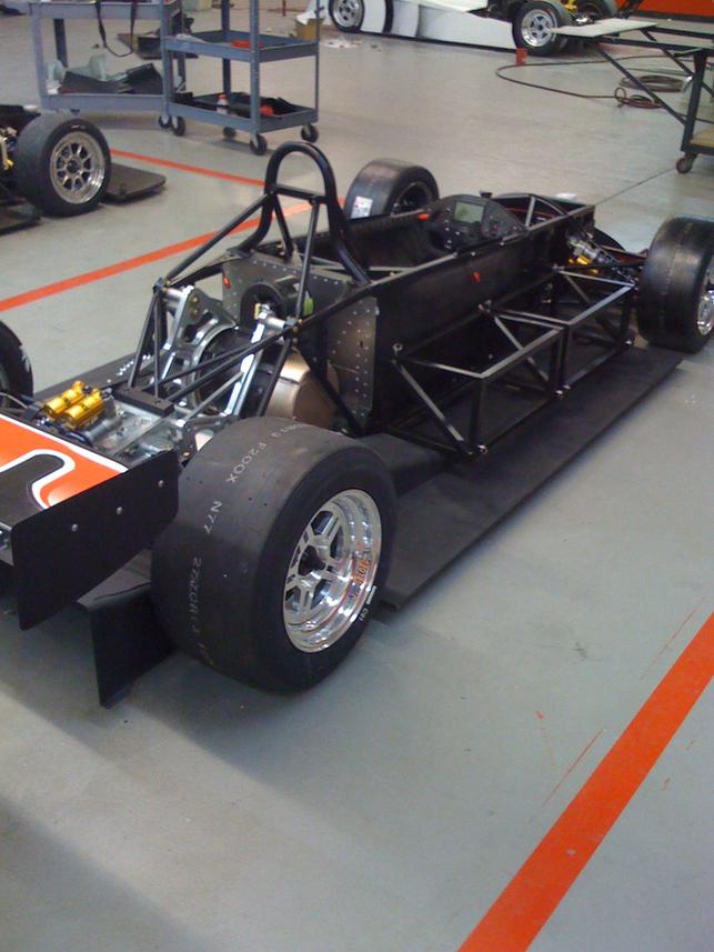 Une voiture de course électrique : la WX10-T