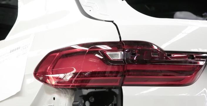 BMW dévoile des bouts du X7