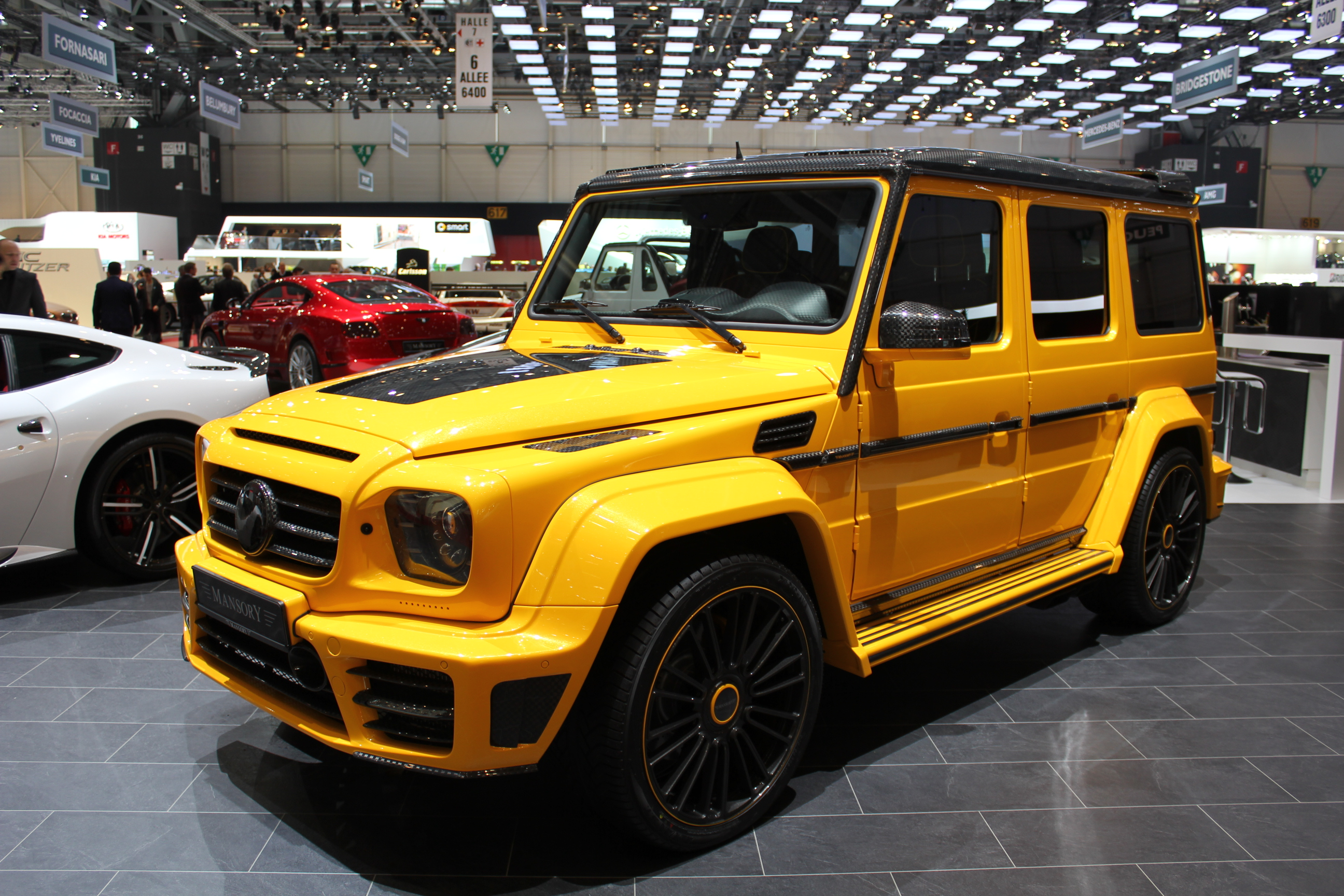 http://images.caradisiac.com/images/5/0/0/6/85006/S0-En-direct-du-Salon-de-Geneve-2013-Mercedes-Classe-G-et-Land-Rover-Defender-le-cubisme-de-nouveau-a-la-mode-287840.jpg