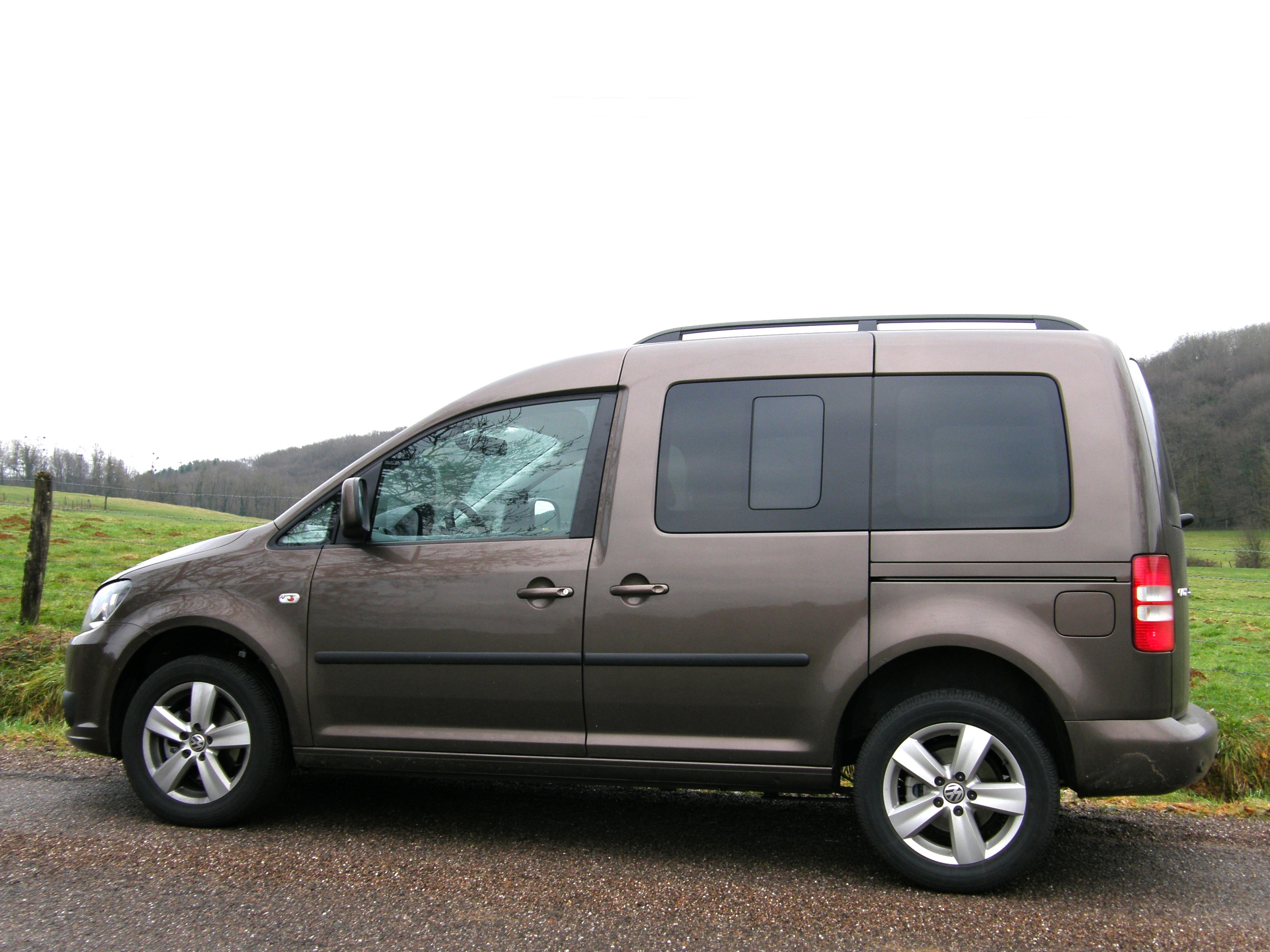 essai volkswagen caddy 1 6 cr tdi 102 bluemotion enfin dans le rang. Black Bedroom Furniture Sets. Home Design Ideas