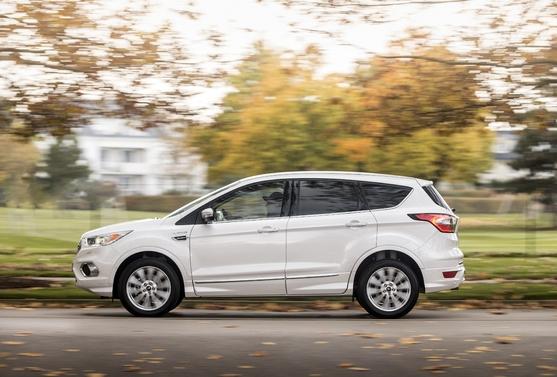 En matière d'E85, l'offre des constructeurs auto s'avère très pauvre. Seul Ford est présent sur le créneau, avec un Kuga Flexifuel dont les premiers exemplaires arriveront dans les show-rooms au mois de juin 2019, à des prix compris entre 29 100€ et 34 250 €. Un moyen pour le constructeur d'occuper le terrain et d'écouler des SUV essence qui autrement seraient plus difficiles à vendre.