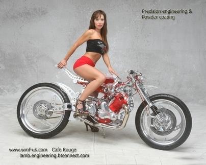 la Café Rouge : une Norton 850 Cafe Racer par Larry Houghton