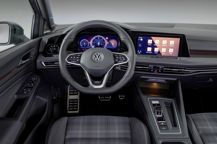 L'intérieur reste similaire aux autres versions de Golf.