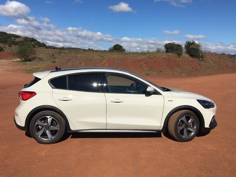 Ford Focus Active : premières images de l'essai en direct + impressions de conduite.