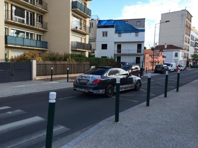 Surprise : une Mercedes Classe C AMG en balade