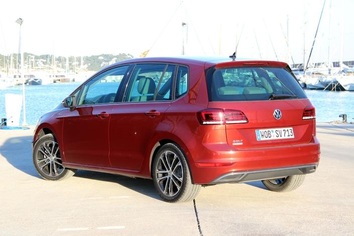 La Volkswagen Golf Sportsvan restylée arrive en concession : retour vers le passé