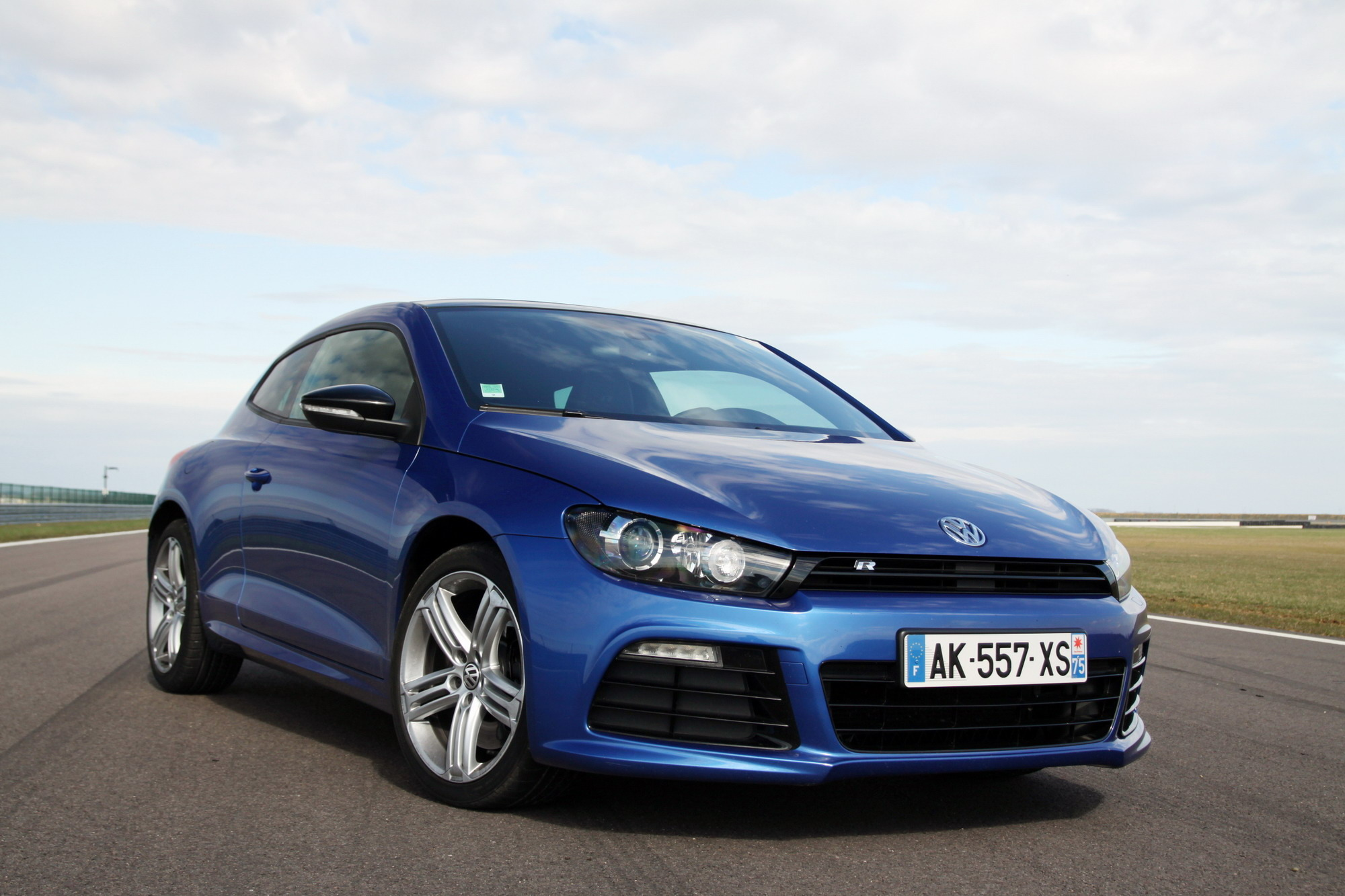 essai volkswagen scirocco r r comme racing. Black Bedroom Furniture Sets. Home Design Ideas