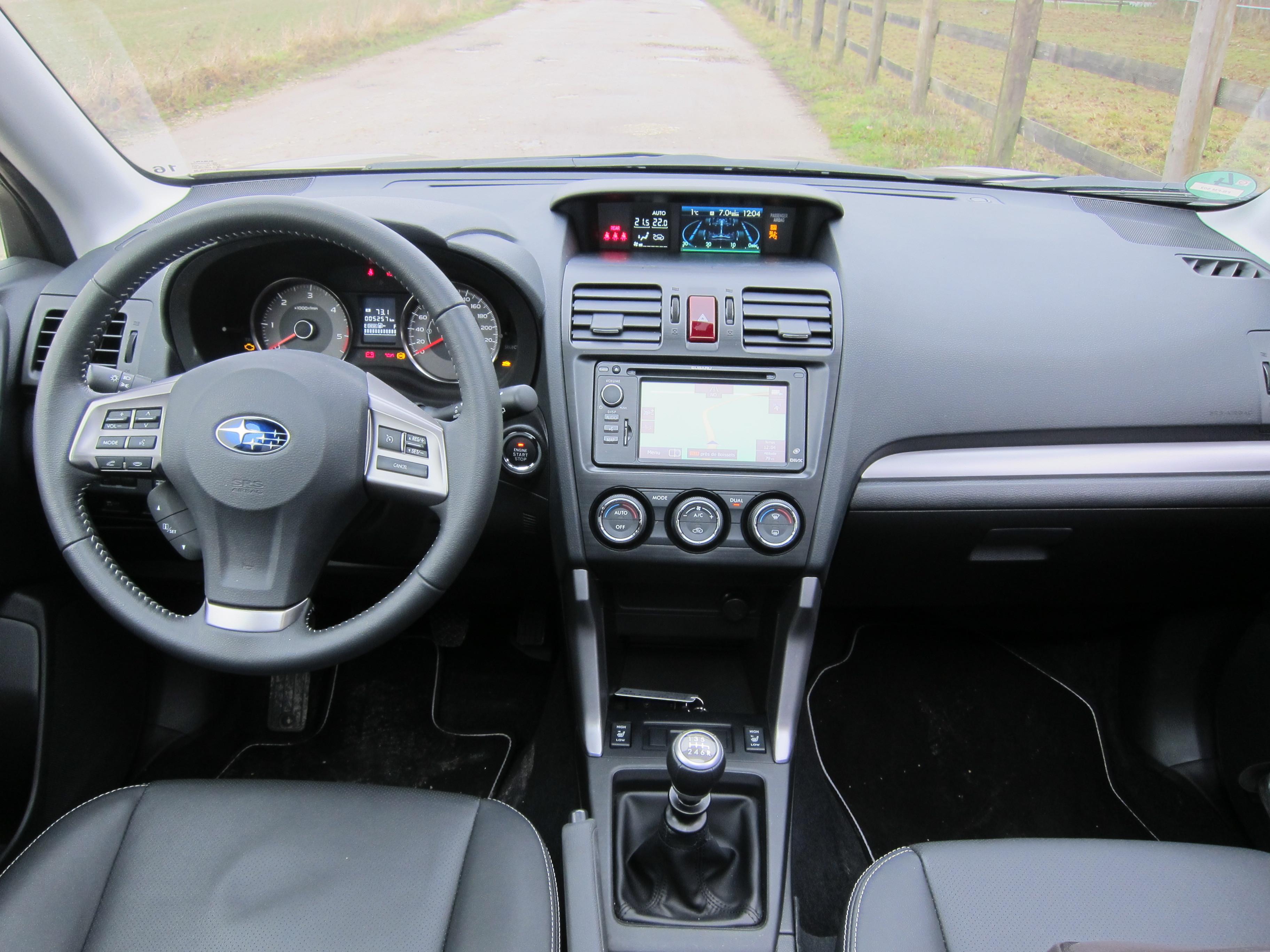 Essai vid o subaru forester iv le plus grand suv compact for Subaru interieur