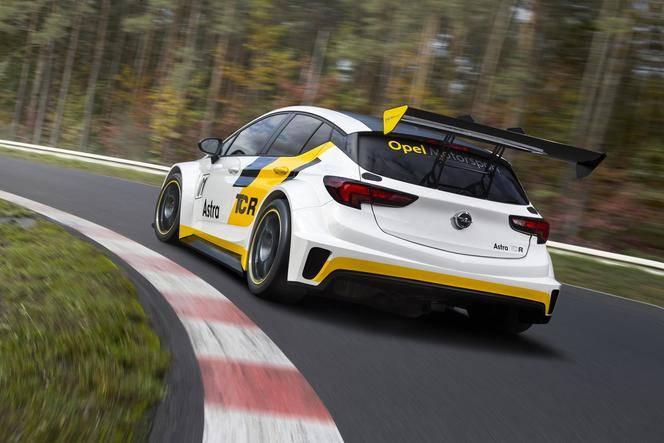 Opel présente l'Astra TCR