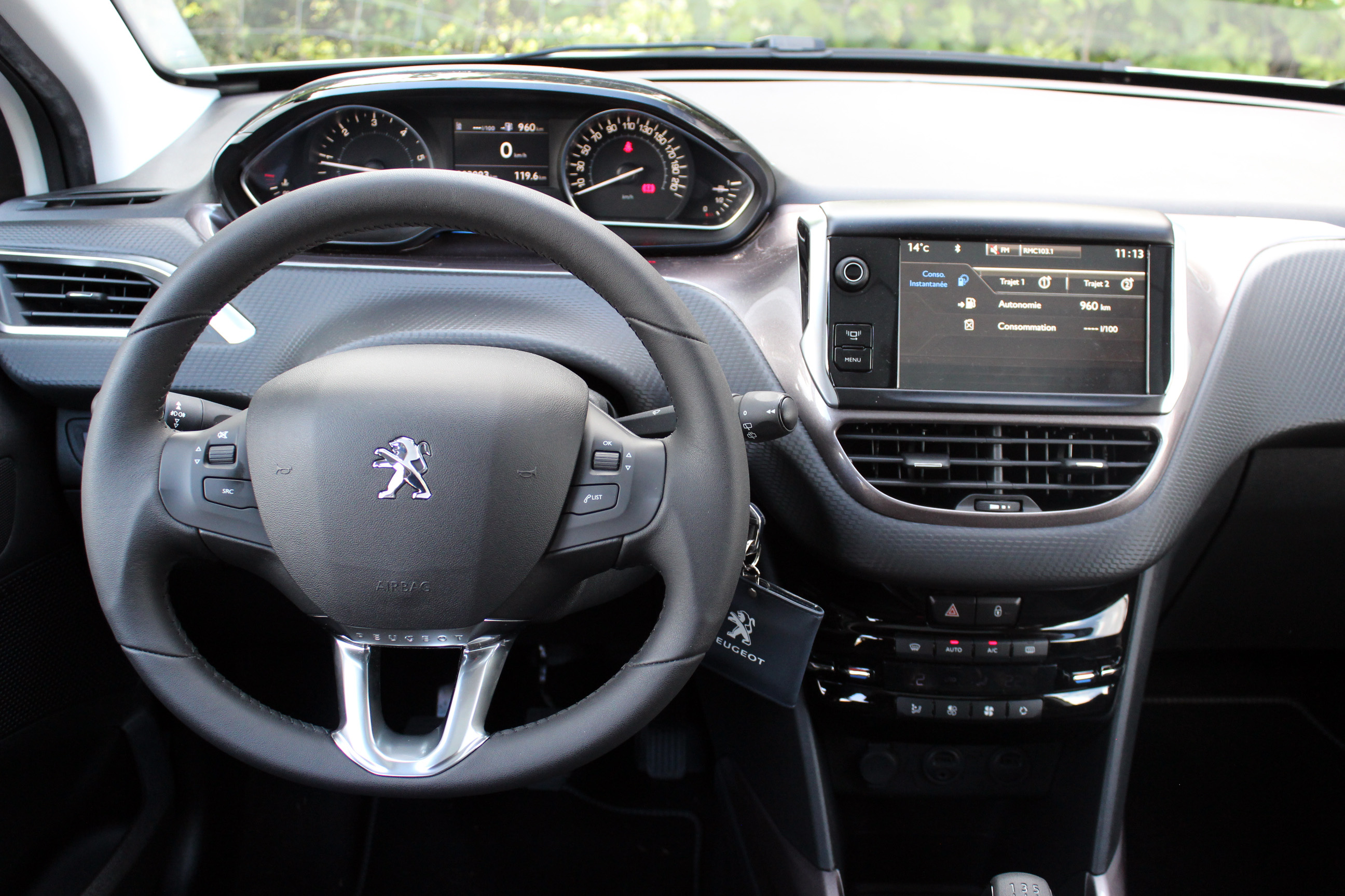 Image gallery peugeot 2008 interieur for Interieur sport norseman