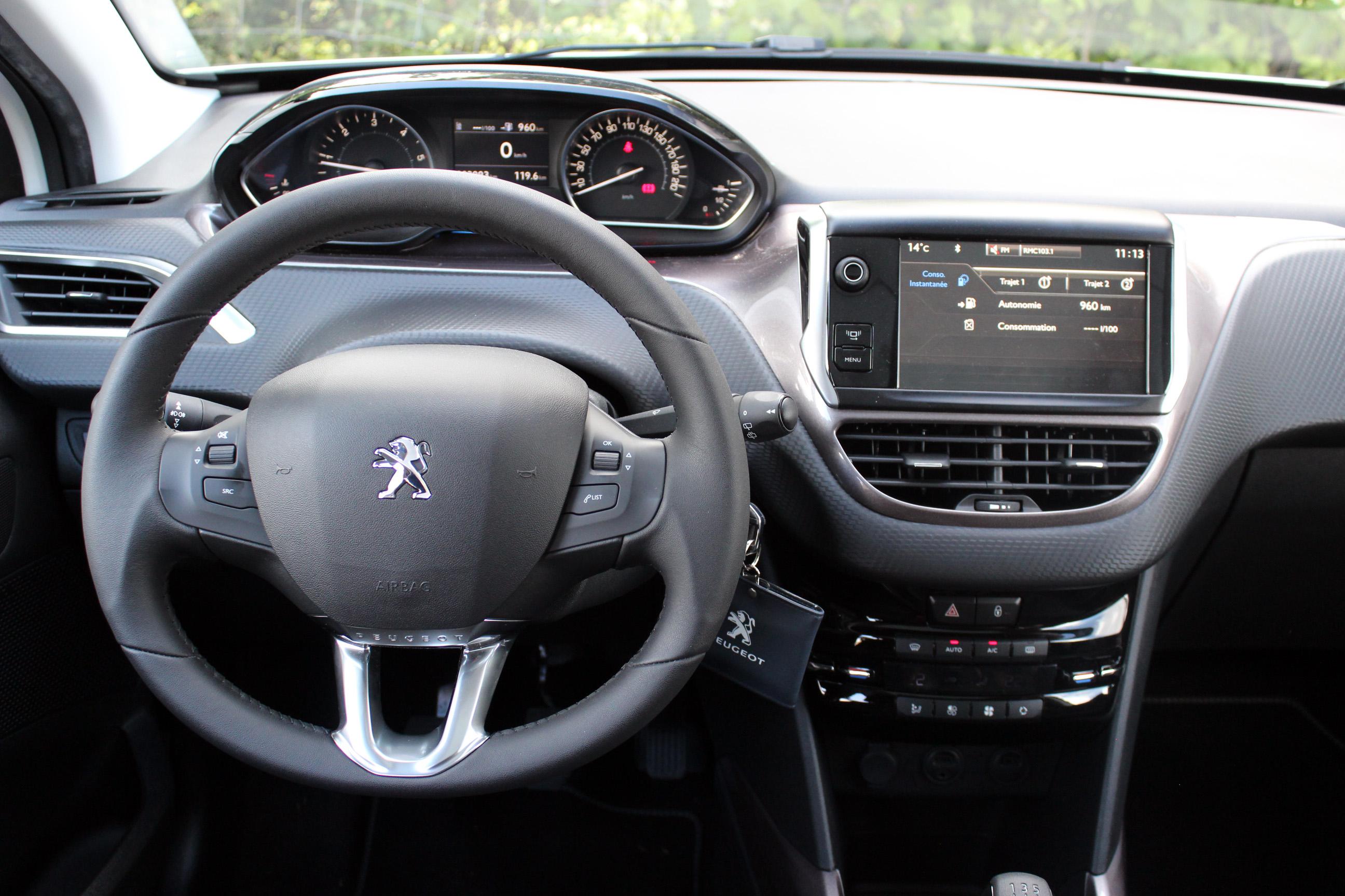 A l\'intérieur de la Peugeot 2008