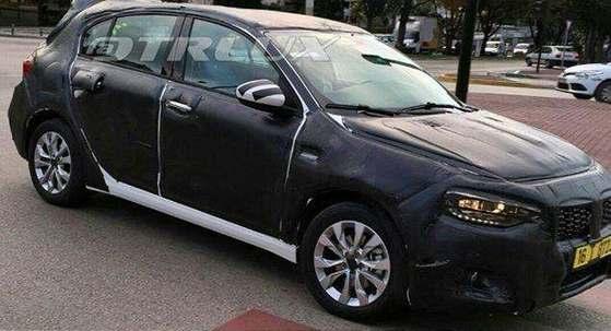 Surprise : sous le camouflage, la nouvelle Fiat Tipo