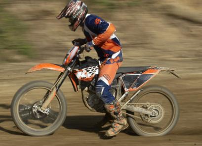 Une moto d'enduro électrique KTM produite en 2010