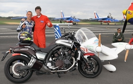 Meeting aérien: une VMAX Limited Edition fait la course contre un Cri-Cri