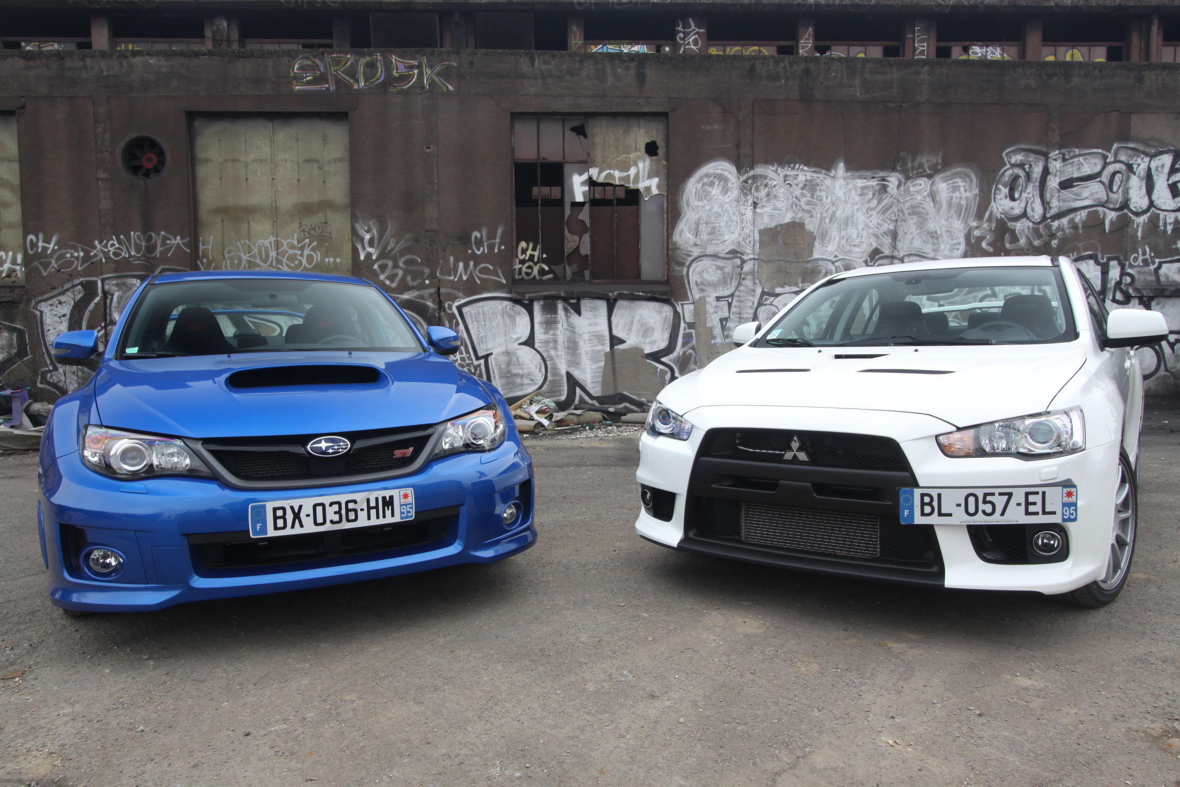 vid o subaru impreza wrx sti vs mitsubishi lancer evo x les dinosaures. Black Bedroom Furniture Sets. Home Design Ideas