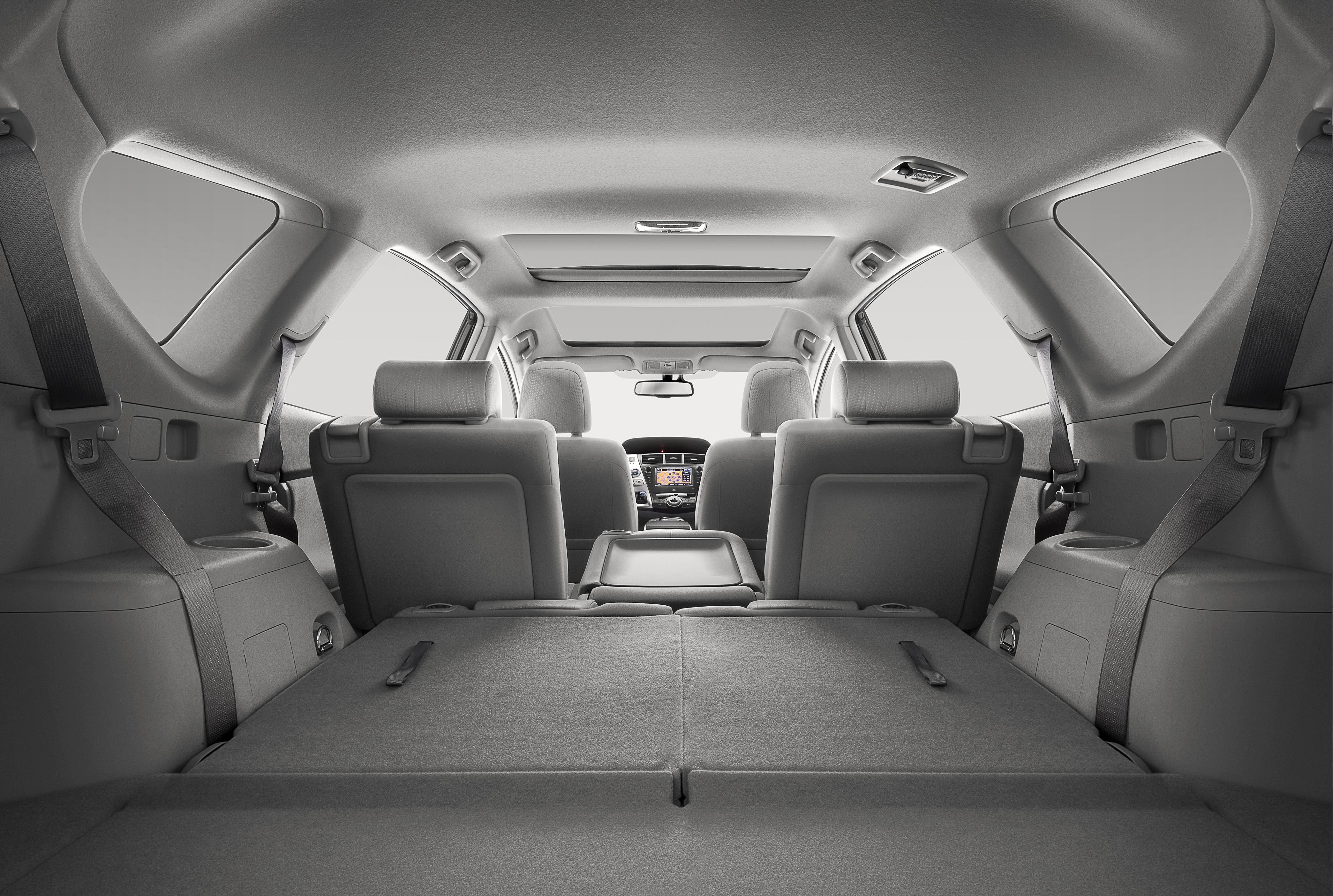 prise en mains toyota prius le premier monospace hybride pour l 39 europe. Black Bedroom Furniture Sets. Home Design Ideas