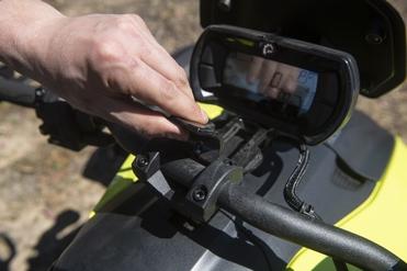 Grâce à ce système ingénieux, il est possible facilement de trouver une bonne position de conduite.