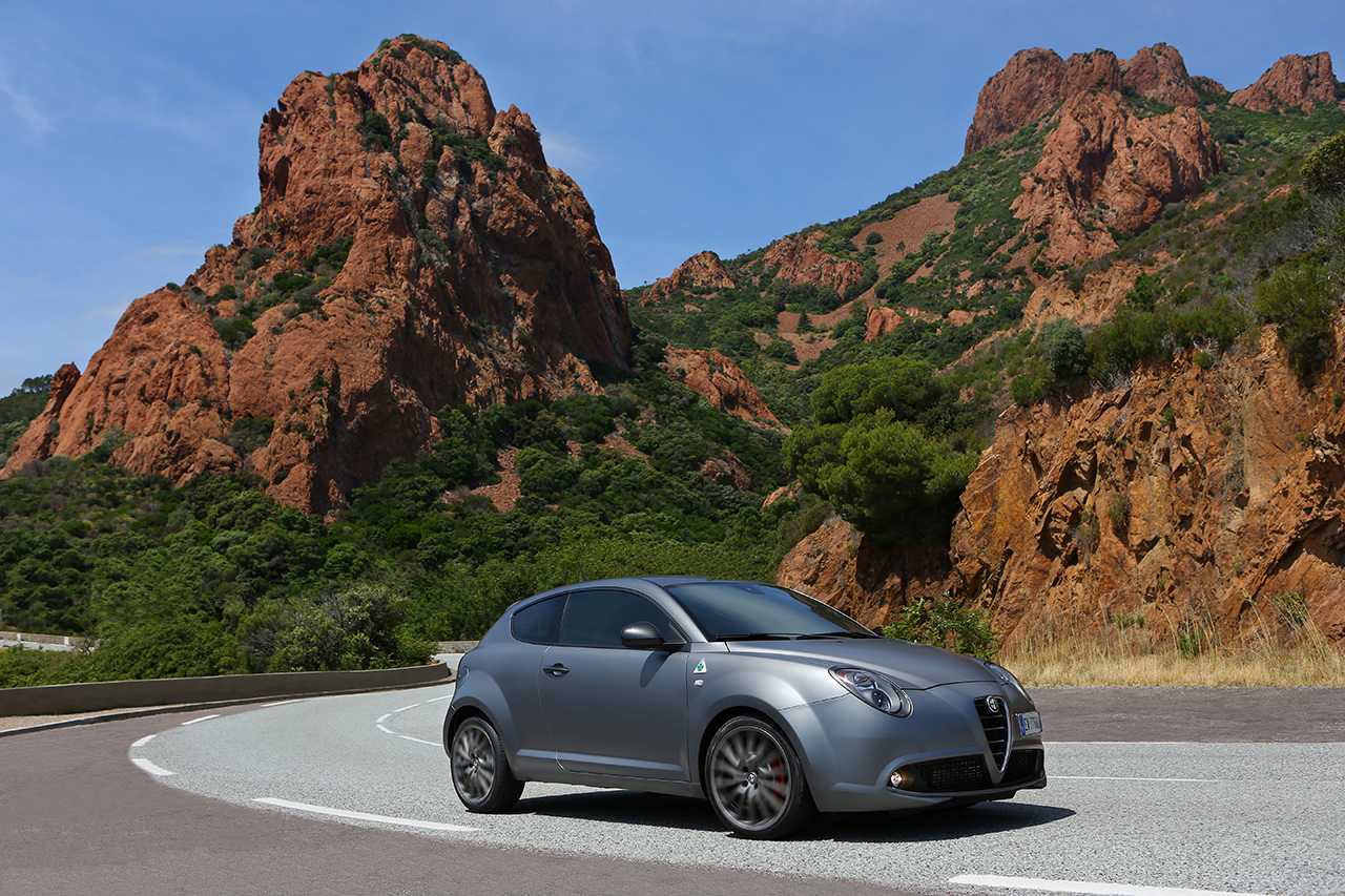 les alfa romeo mito et giulietta quadrifoglio verde disponibles en france. Black Bedroom Furniture Sets. Home Design Ideas