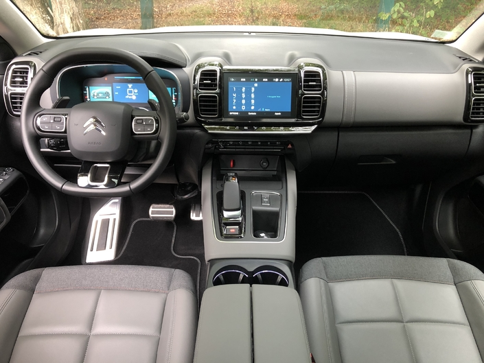 Très peu de changements à bord, il y a qualité et confort même avec ces sièges larges et moelleux.
