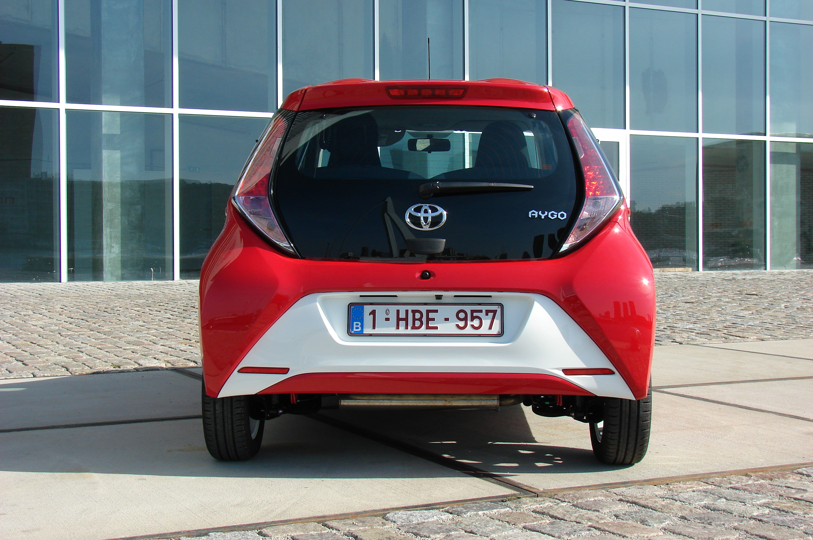essai vid o toyota aygo x clusivement citadine. Black Bedroom Furniture Sets. Home Design Ideas
