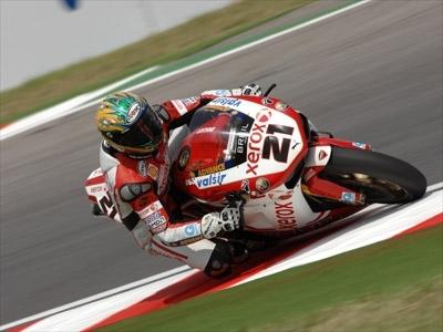 Superbike - Vallelunga M.2: Haga encore, Bayliss loupe le titre à trois virages de la fin !