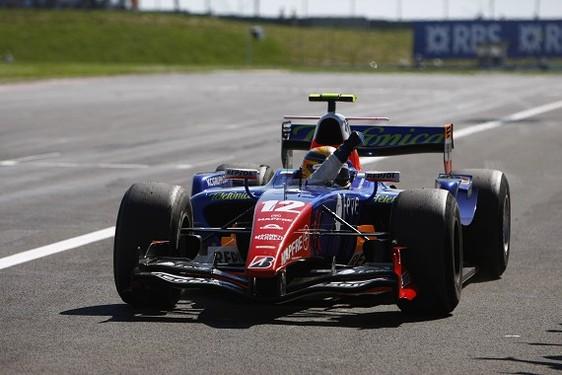 GP2 Magny-Cours Course 1 : Pantano s'échappe