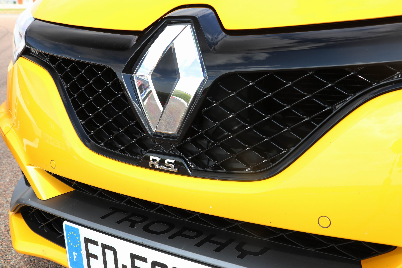 Comparatif - Les essais de Soheil Ayari : Renault Mégane ...