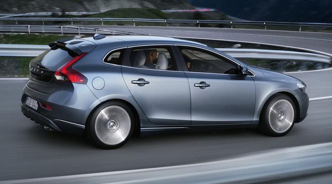 (J'aime de nuit) Jaguar XJS, Peugeot 207 CC, Saab 9-5...