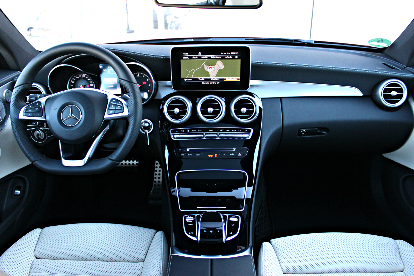 Essai vid o mercedes classe c coup toile filante for Photo interieur