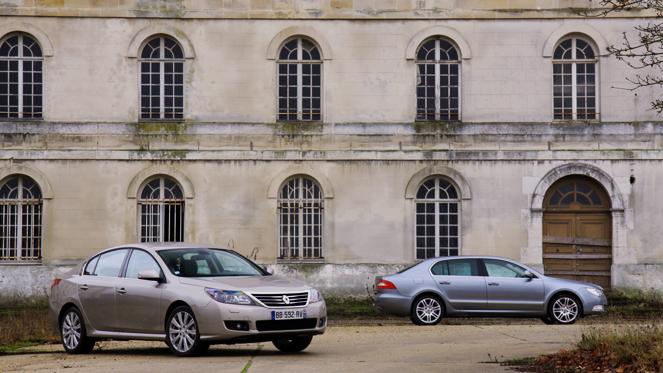 Renault Latitude/Skoda Superb : vainqueur par KO