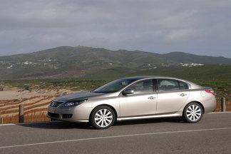 Après une Vel Satis excentrique, le nouveau haut de gamme de Renault s'avère consensuel