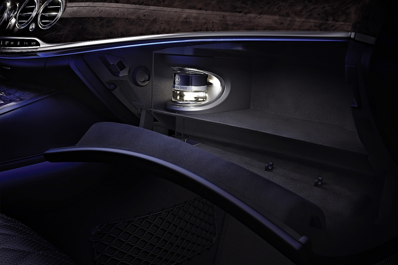Mercedes classe s premi res photos de l 39 int rieur for Interieur mercedes classe a