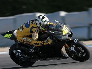 Moto GP: Rossi découvre la Yam 800