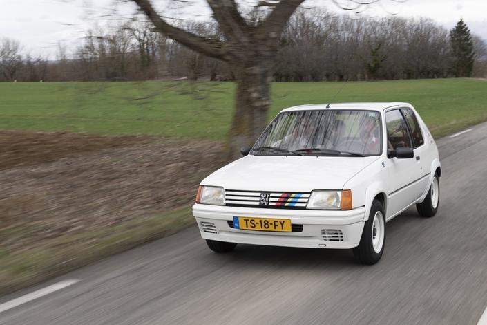 Voyage en Peugeot 205 : aux origines de la 208 (reportage)