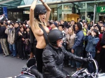 Chaud le moto show !