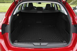 Comparatif vidéo - Peugeot 308 SW - Volkswagen Golf SW : la revanche ?