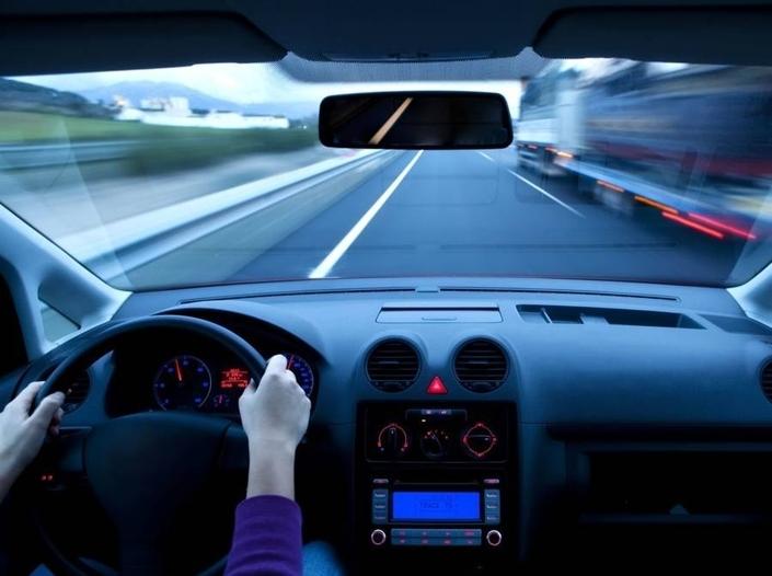 Sans complexes. 74% d'entre nous se jugent vigilants au volant, mais seuls 16% prêtent cette qualité aux autres conducteurs. Dans le même temps, 1% d'entre nous s'estime dangereux (ce qui est déjà inquiétant) et nous sommes 30% à appliquer ce qualificatif à ceux avec qui nous partageons la route… (5)