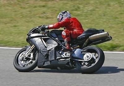 Ducati vers la 1 098 ?
