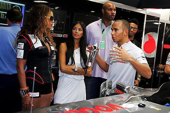 F1 Singapour Qualifications : Hamilton en pole, Barrichello in the wall