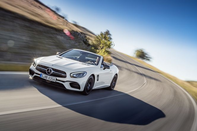 Surprise : le Mercedes SL restylé sort de l'ombre